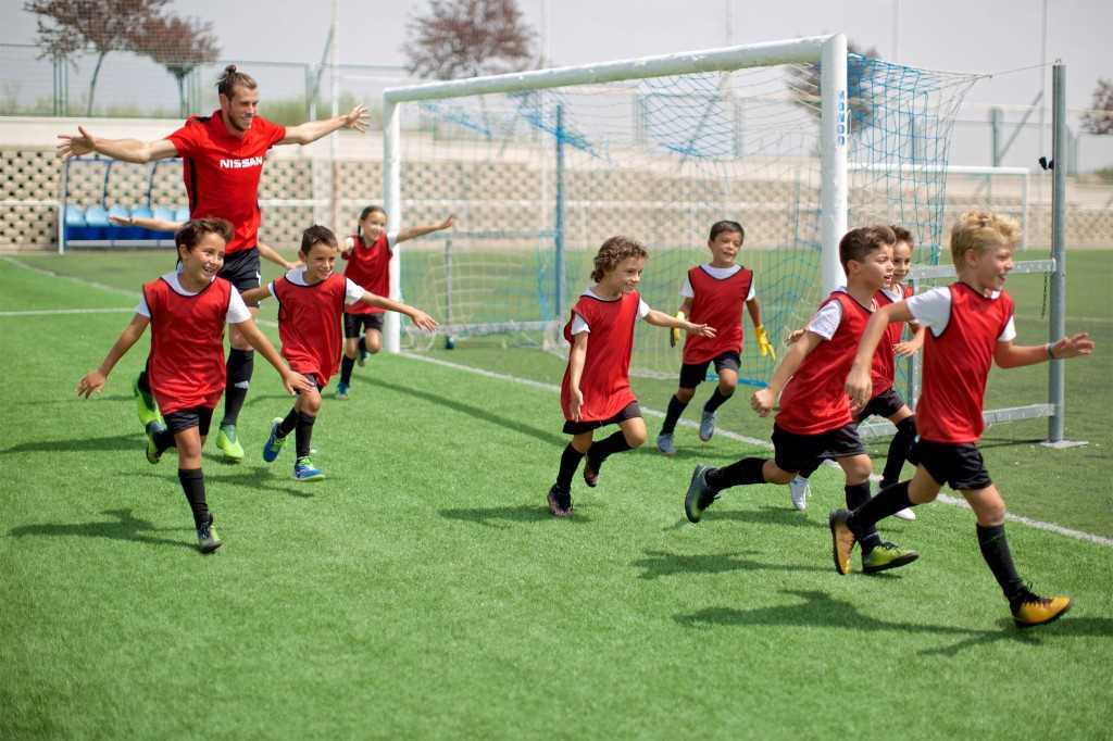 Gareth Bale Running on Pitch with Spanish Kids