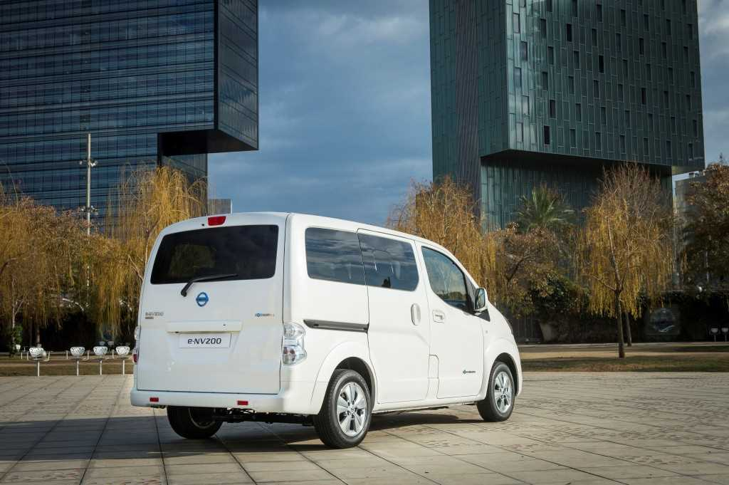 Longer Range e-NV200 Alternative View