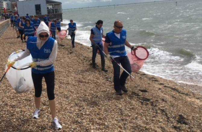 Nissan Team Cleans Up At Southend Beach