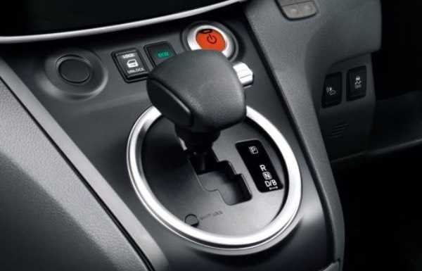 e-nv200-van-interior-gearstick-position
