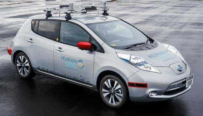 grey-self-driving-nissan-leaf-front-view