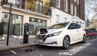Free overnight charging with Nissan and EDF