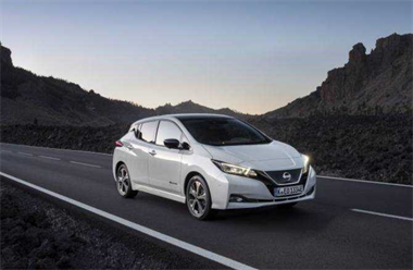 Nissan LEAF benefits from price reduction and updated specifications